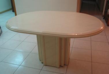 二手品餐桌出售,6~8人餐桌(米白色人造大理石材质)