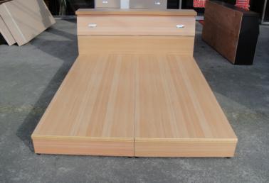 木工做的免漆床头图片
