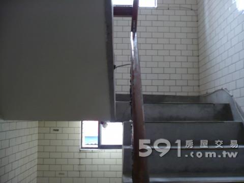 楼梯间贴瓷砖
