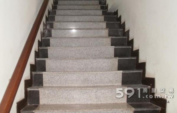 楼梯踏步瓷砖效果图 石材踏步楼梯两侧装饰效果图